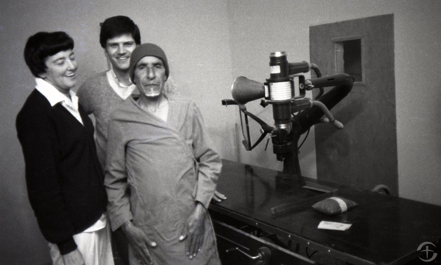 Franklin Graham and Aileen Coleman with a patient at Annoor Sanatorium in Mafraq, Jordan.