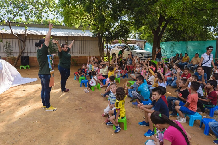 An Operation Christmas Child event in Cúcuta, Colombia, this October began with lots of fun songs and transitioned to an engaging Gospel presentation.