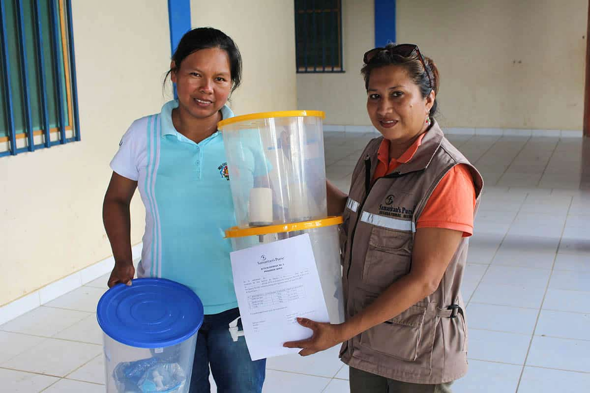 Luz Mila, left, trusted in Jesus as her Savior after Elianay Loras Castro, a Samaritan's Purse WASH program technician, shared the Gospel with her during a home visit.