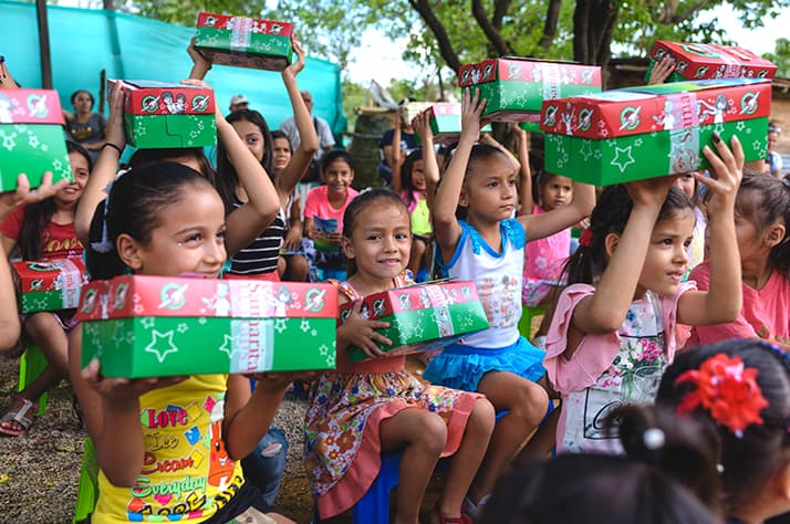 Children get ready to open their shoeboxes.