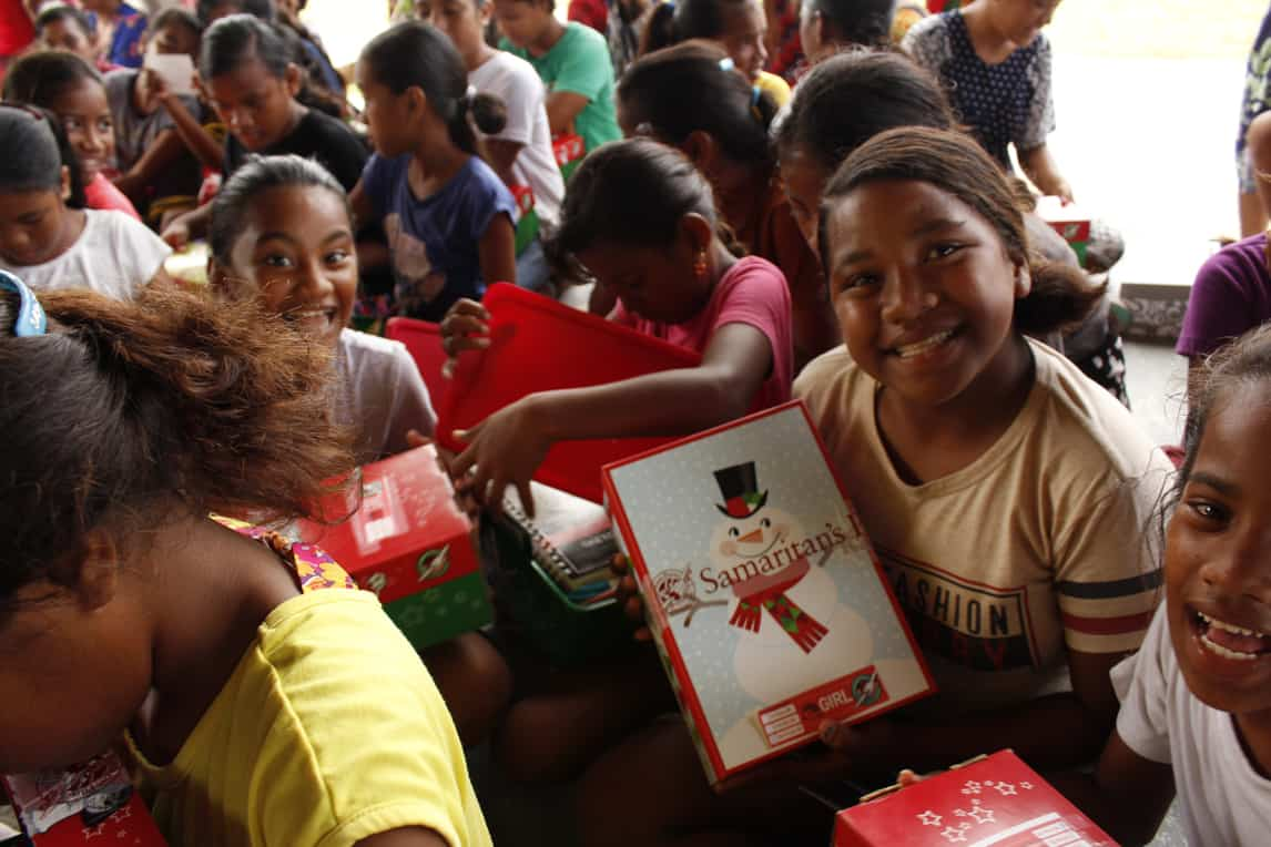 On Ennubir, 293 children received a shoebox gift.