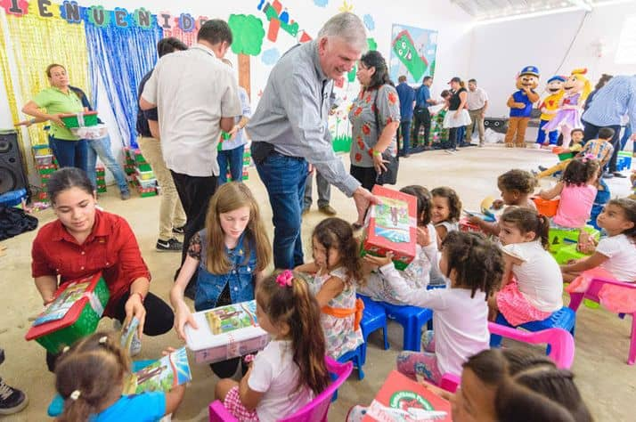 Colombian, Venezuelan children receive shoebox gifts at Easter