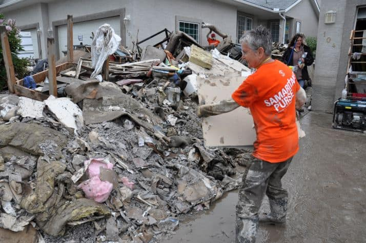 Hundreds of volunteers spent weeks cleaning out flood-damaged homes in High River, Calgary, and other southern Alberta communities after 2013's catastrophic floods.
