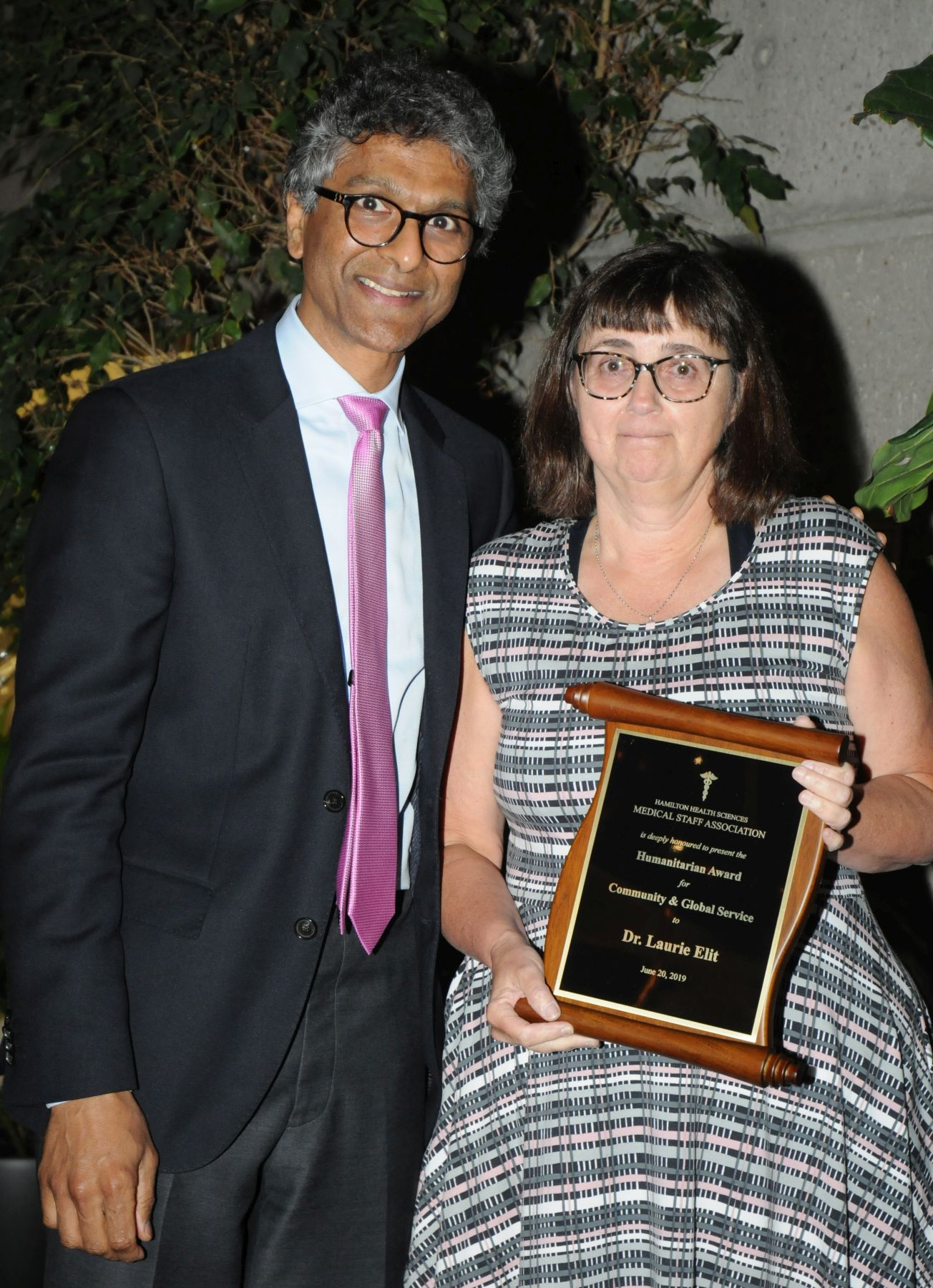 Laurie Elit with Dr. Deepak Dath, who presented her with her award for community or global service.