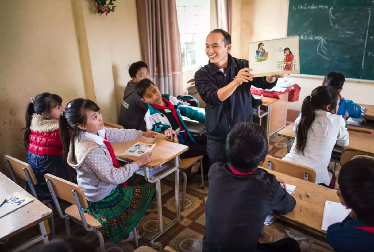 Samaritan's Purse trains teachers throughout northern Vietnam so that they can teach their students about safe migration.