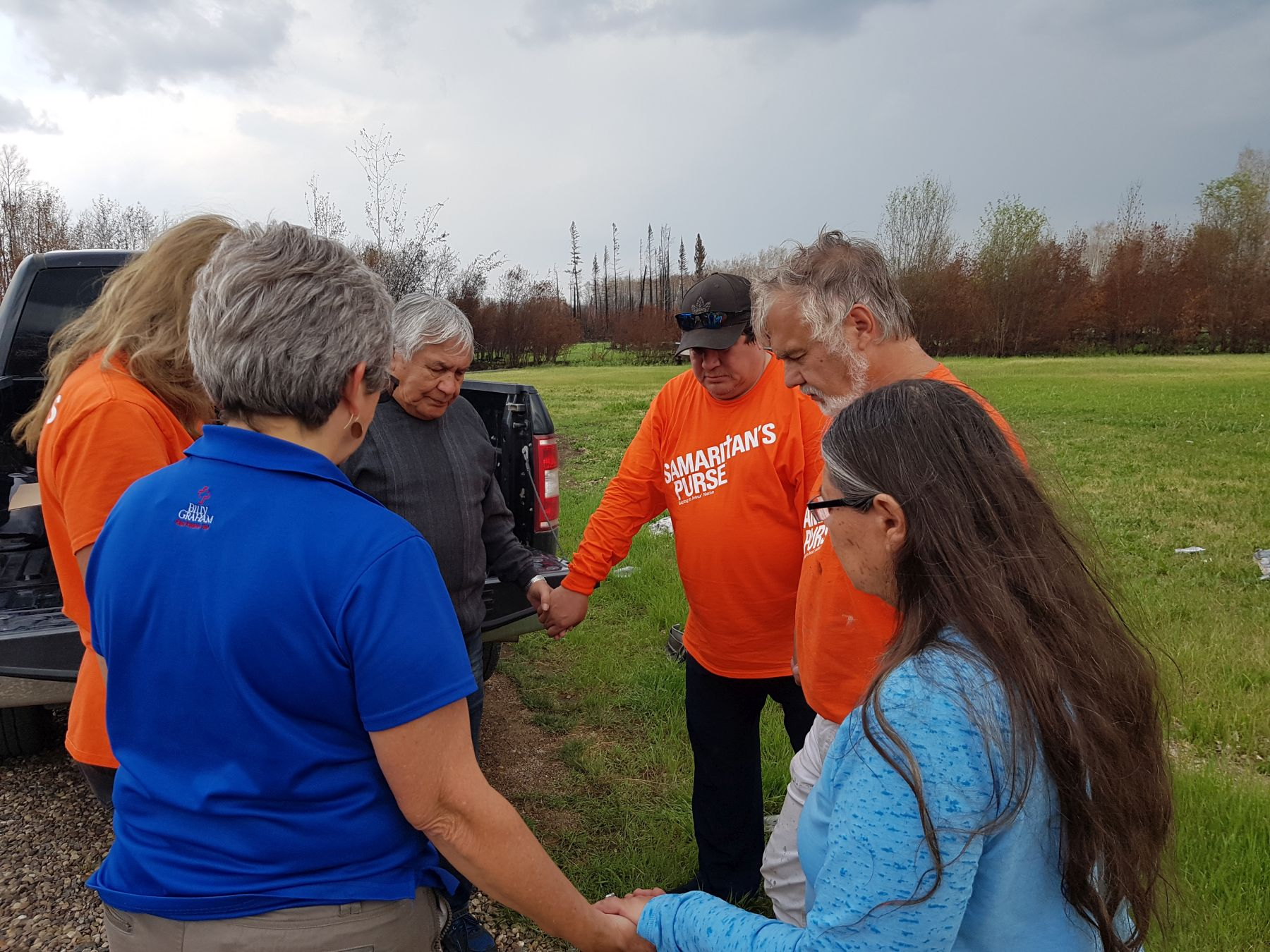 Wilson and Jessie Gaucher pray with Samaritan's Purse volunteers and with a Billy Graham Rapid Response Team chaplain.