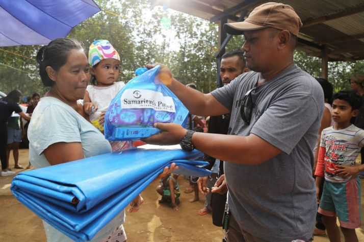 Samaritan's Purse distributed more than 400 tarps and other relief supplies to families devastated by earthquakes in the Philippines.