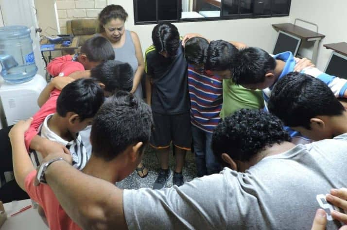 Prayer and pastoral mentoring are key in reaching youth in El Salvador.